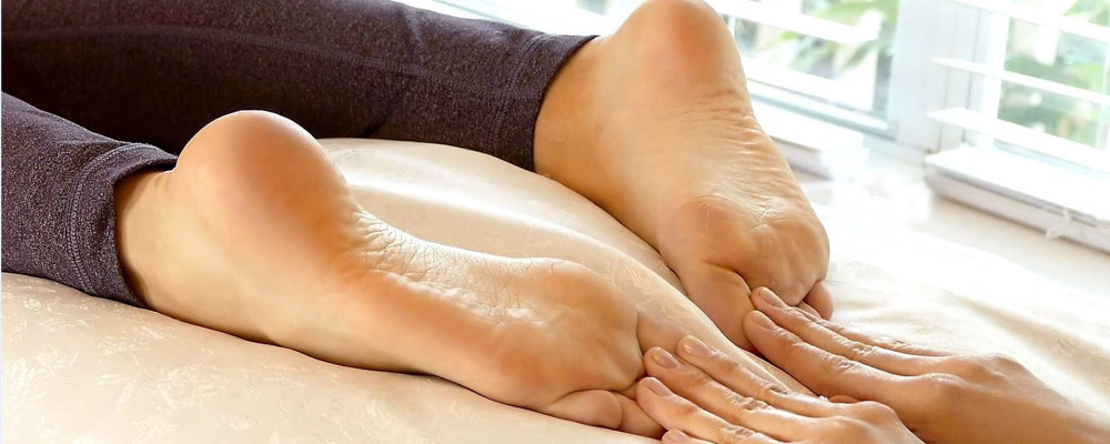 Sesame-oil-is-needed-to-get-relief-from-foot-pain