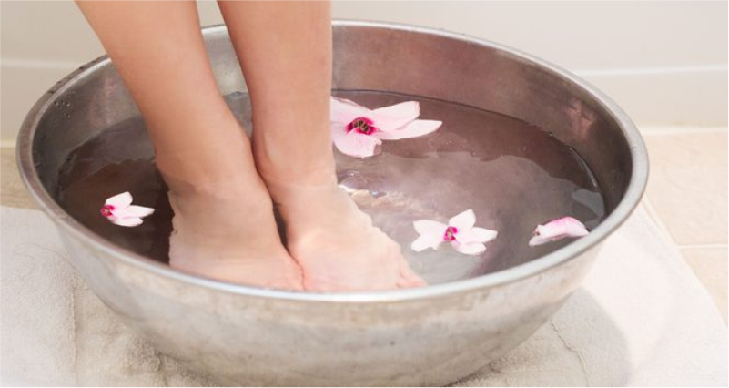 Hot-Water-Soak-to-Get-Rid-of-Warts