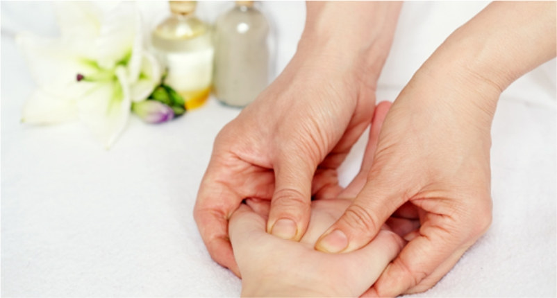 Oil-Massage-for-Treating-Arthritis-in-Hands