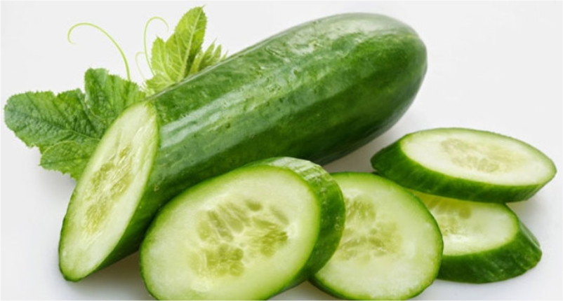 Use-Cucumber-slices-on-your-eyes-to-Get-Rid-of-Eye-Redness